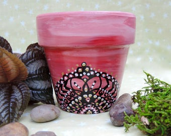 Mandala inspired terra-cotta pot