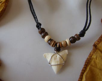 Shark tooth pendant necklace real pearls in coco