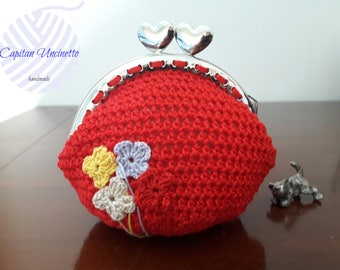 Coin purse crochet worked with metal closure clic clac, red.