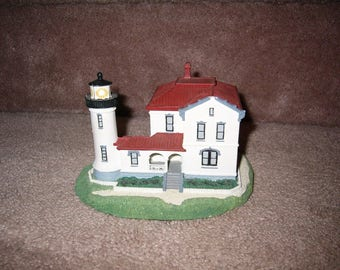 Retired Danbury Mint lighthouse----admiralty head
