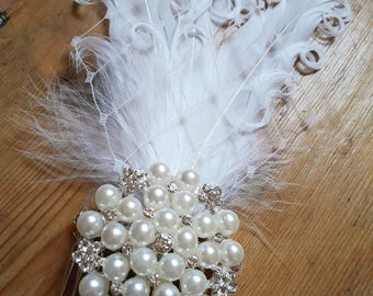 Bridal hair accessory / comb, vintage style with pearls and feathers