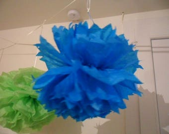 3 PomPoms in blue tissue paper of 20/30 and 40 cm to 4.80 euros.