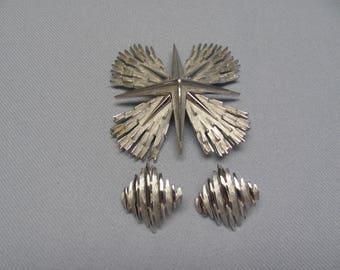"Nice vintage ""TRIFARI"" Demi-parure brooch and clip earrings.  1960s."