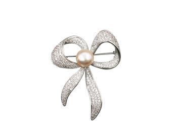 Damask - Brooch Pin with Lustrous White Freshwater Pearl