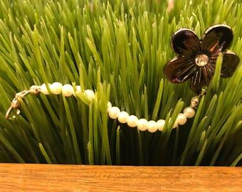 White Pearl flower zipper pull