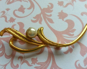 Vintage brooch gold Pearl branch leaves