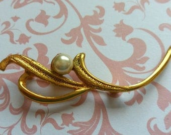 Vintage brooch gold Pearl branch leaves