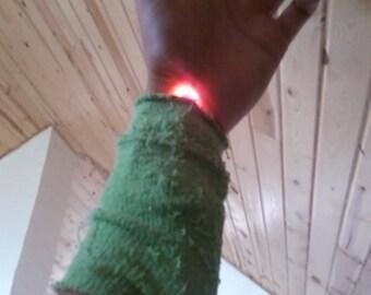 Full spectrum wristband/intranasal light therapy device