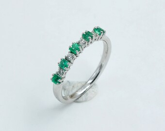18kt white gold ring, with diamonds and emeralds, handcrafted