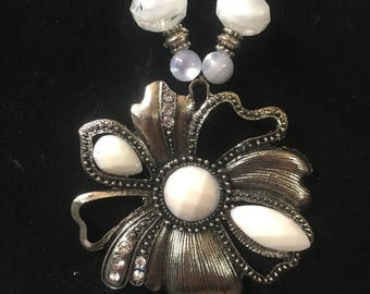 White and silver flower pendant glass beaded necklace and earrings set