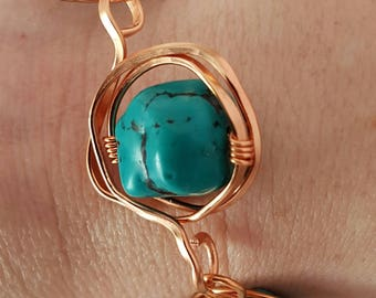 Turqoise and Hammered Copper Wire, bracelet (8 in.)