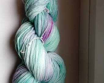 Hand-dyed wool active fine Mint purple