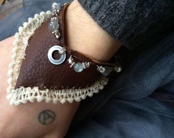 Sustainable bison leather lace silver and labradorite bracelet