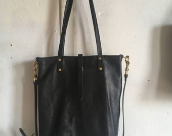 Envoy tote in all black