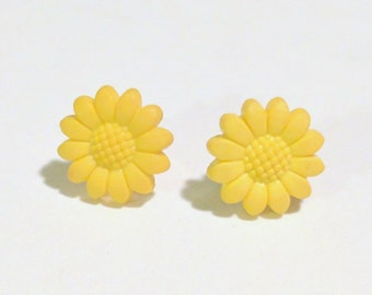 Les Petites Fleurs Yellow Daisy Flower Earrings