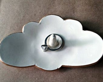 Ceramic  Cloud  Ring Holder Off White edged in gold