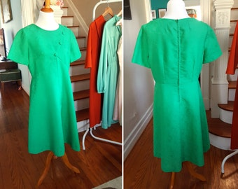 Vintage Kelly Green Dress with Button Details and Pattern/Texture