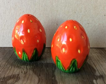 Charming Strawberries - Vintage Salt and Pepper Shakers Red Pink and Green Hand Painted