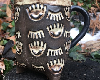 Blink Blink Tripod Mug in Cream