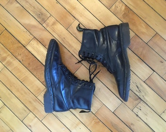 Vinrage 80s black leather combat boots by Dr Marten size 9