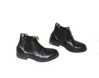 black leather chelsea boots 80s vintage Harry Hall minimalist slip on ankle booties size 8.5