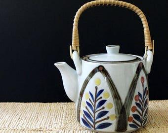 Japanese stoneware teapot, 1970s serving.