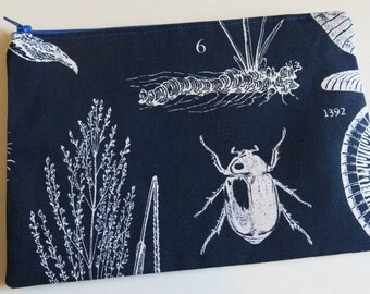 Medium pouch in botanical print