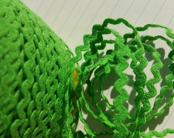 "LIME GREEN Mini Rick Rack - Kelly Green - Crafting Sewing Ric Rac Trim - 11/64"" Wide - 10 Yards"