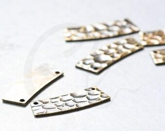 2 Pieces Antique Brass Hammered Irregular Link - 23x8.5mm (3085C-F-623)