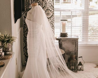 Traditional Wedding Veil, Long Bridal Veil in White, diamond white, ivory and more -- Jes' Mountain Veil