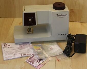 Super clean Vintage M100A Singer Tiny Tailor Sewing Mending Machine