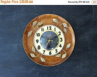 Vintage Mid Century UNITED Electric Wall Clock Black Face Gold Metal Leaves Home Kitchen Decor Retro Style
