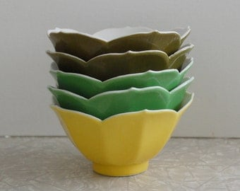 lotus bowls, set of 5, shades of green and yellow, vintage 1970s lotus bowls, collectible bright colors, rice bowls from japan, mis en place