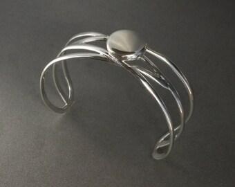 Locket Bracelat bangle with round Locket