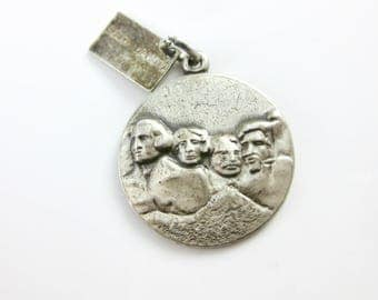 Vintage Sterling Silver Mount Rushmore Vacation Travel Charm, National Monument, South Dakota, Road Trip Jewelry, Souvenir Charm