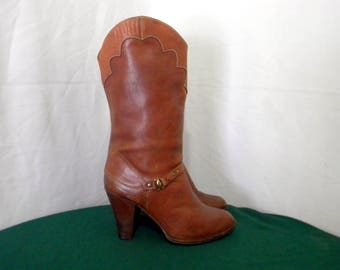 Vintage Sz 8 Women Brown Leather 1970s Stack heel Walking boots.