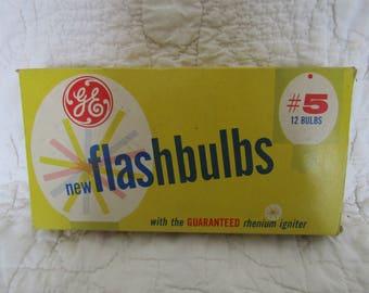Vintage GE Flashbulbs #5 Full box of 12 bulbs in sleeves SALE