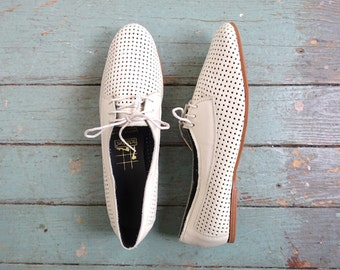 80s White Leather Flats / Oxfords / Skimmers- 1980s New Wave Summer Shoes- Size 9