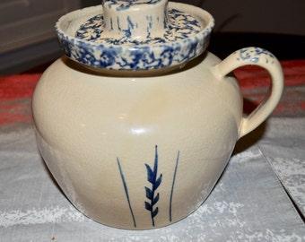 Robinson Ransbottom Pottery RRP Roseville Ohio Blue Wheat Sponge Bean Pot with Lid