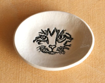 Ceramic CAT Face Ring Dish - Handmade Small Oval Cat Face Ring Dish - Gift for Mom - Ready To Ship