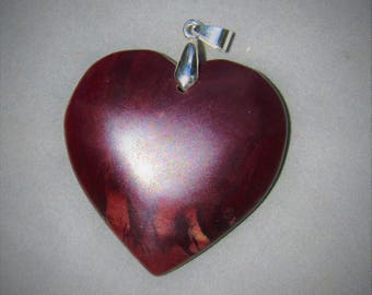 Heart of Stone , Lovers pendant