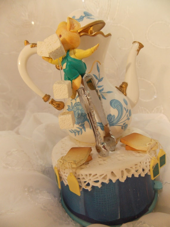 "SALE!  Rare Enesco ""Tea for Two"" Mice Music Box~Plays Beautifully"