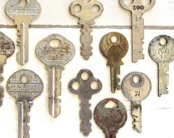 12 vintage keys Antique keys Old keys Interesting old keys Flat keys Old Odd keys Bulk keys Wedding Authentic keys Real keys Original #21