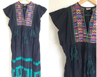ON SALE Boho Dress, 60s Folk Dress, Handwoven Huipil Dress, Mexican Dress Black Hippie Dress, Embroidered Dress, Cotton Linen Textile, Fring