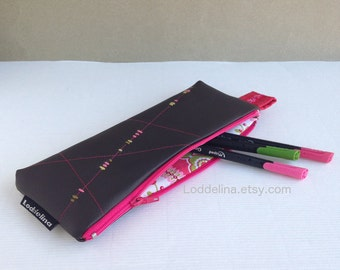 Pencil case in faux dark brown leather with pink zipper and embroidery