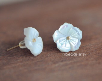 10pcs White Mother of Pearl Shell Carved Flowers 12mm Center Drilled  (#V1250)