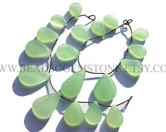Parrot Green Chalcedony Smooth Pear (Quality AAA) / 13.5x19 to 23x34 mm / 18 cm / CHALCEDO-012