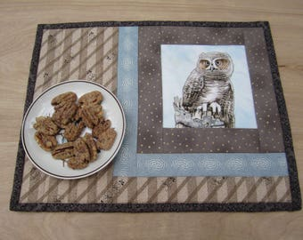 """Quilted Mug Rug """"Wise Owl"""" Snack Mat, Small Placemats, Light Brown Fabric Trivet, Hotpad, Mini Quilt, Quiltsy Team"""