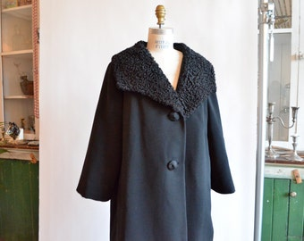 Vintage 1950s WOOL coat with sheepskin wool collar