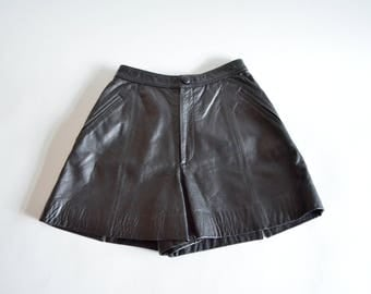 Vintage 1980s lamb LEATHER shorts